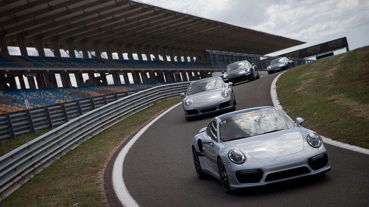 Porsche on track car pool